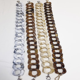 Large plastic chain for bags